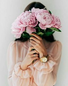 Flowers Discover London and Grant Happy babes! Hope your Easter was a blast. Flower Girl Photos, Girls With Flowers, Beautiful Flowers, Self Portrait Photography, Girl Photography Poses, Creative Photography, Foto Blog, Insta Photo Ideas, Flower Aesthetic