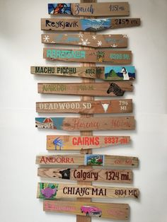 Destination signs with geo tag Table Cadeau, Diy Pallet Wall, Pallet Signs, Beach Wagon, Front Porch Signs, Arrow Signs, Directional Signs, Painted Wood Signs, Garden Art