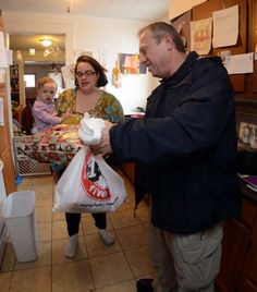Norwich police play Santa for needy families - Police officers visited a dozen homes across the city Thursday, but they didn't make any arrests or investigate crimes. Read more: http://www.norwichbulletin.com/article/20141218/NEWS/141219564 #CT #Norwich #Connecticut #Police #Santa