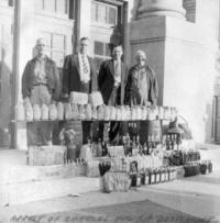 Mobs, Gangsters & Criminals Historical Memorabilia Audacious Prohibition/bootlegger/moonshine Era Police Raid Speakeasy/illegal Bar Photo