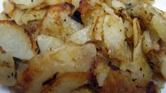 Fried potatoes and onions. my dad loved to eat his potatoes like this! He also liked onions in his mashed potatoes, I miss him a lot. Onion Recipes, Potato Recipes, Vegetable Recipes, Potato Dishes, Food Dishes, Side Dishes, Fried Potatoes Recipe, Fried Breakfast Potatoes, Skillet Fried Potatoes
