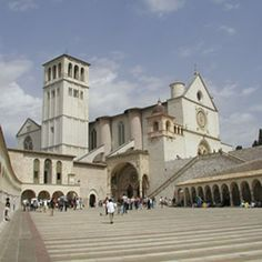 Basilica di San Francesco in Assisi Places Ive Been, Places To Visit, Alien Worlds, The Beautiful Country, St Francis, Pilgrimage, Italy Travel, Wonderful Places, Greek Woman