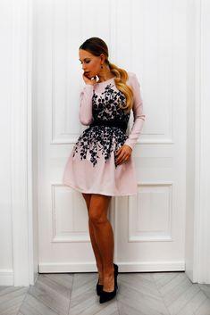 Sukienka z długim rękawem i nadrukiem Dresses, Fashion, Vestidos, Moda, Fashion Styles, Dress, Fashion Illustrations, Gown, Outfits