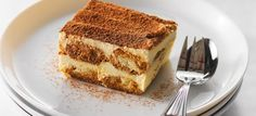 Over the years the Tiramisu became my go to dessert in almost any corner of the world including Italy. Almost every restaurant served a slightly version. From a plated version to a tiramisu in a glass, its not uncommon to see different forms. Best Italian Recipes, Italian Desserts, Easy Desserts, Delicious Desserts, Dessert Recipes, Favorite Recipes, How To Make Tiramisu, Easy Tiramisu Recipe, Halloween Karneval