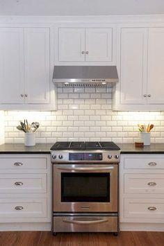Best 100 white kitchen cabinets decor ideas for farmhouse style design (23)