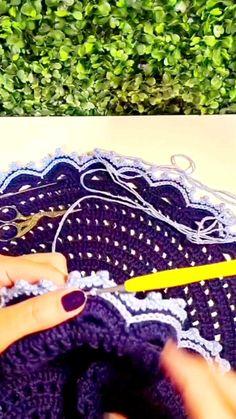 Friendship Bracelets, Blazer, Crochet Sunflower, Crochet Flower Patterns, Crochet Accessories, Needlepoint, Roses, Blazers, Friend Bracelets