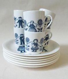 ≥ Royal Sphinx Maastricht servies klederdracht - Keuken | Servies - Marktplaats.nl Porcelain Ceramics, White Decor, The Good Old Days, Delft, Retro, Cup And Saucer, Childhood Memories, The Past, Homemaking