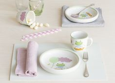 The smallest ones of your family will love this smiling frog, Sepi. Made of Finnish ceramics, this plate is suitable for microwave and freezer, and can be machine washed. Sepi pattern is designed by Liina Harju. Soup Plating, Small One, Cutlery, Table Settings, Plates, Ceramics, Canning, Tableware, Pattern
