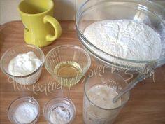 بسم الله الرحمان الرحيم السلام عليكم و رحمة الله و بركاته une pâte très réussie ,j'ai pris la recette du chef Manal el Alem je l'ai testée et adoptée Ingrédients: 3 tasses de farine 1/2 tasse de yaourt 1/4 de tasse d'huile sel 1càc de levure chimique...