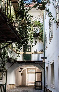 Courtyard::: Unnützes WienWissen - Was zum Teufel ist ein Pawlatschenhof? | STADTBEKANNT | Das Wiener Online Magazin