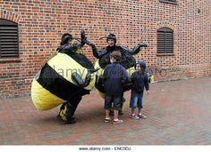 http://l7.alamy.com/zooms/de330ca0bca242faa55d555ab0fbfffa/giant-bees-entertaining-children-at-the-international-puppet-festival-enc5dj.jpg