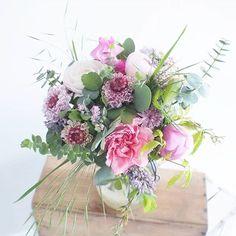 En mode action à l'atelier   #lesfleursdemilijolie #atelier #fleuriste #rennes #bretagne #fleuristerennes #champetre #fleuristebretagne #fleurs #fleuristemariage #bucolique  #bouquet #fetedesmeres #commande