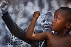 Happy Birthday Tata! Thulani tweeted this inspiring photo with his birthday wish for Madiba | Twitter / Thu_ways