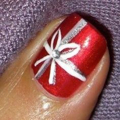 Top Toe Nail Art for Christmas | Young Craze