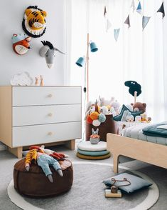 "Polubienia: 2,036, komentarze: 76 – Tarina Lyell (@oh.eight.oh.nine) na Instagramie: ""Happy Hump Day! This is one side of Chet's fun (and bright) toddler bedroom. From this angle it…"""
