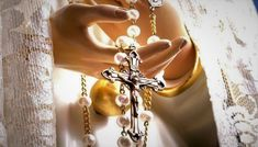 Priez le chapelet en direct à 18h00 (HAE) chaque jour du mois de mai  Le #chapelet commence dans 15 minutes #FSSPX #Canada Dame, Drop Earrings, Saint Joseph, Centre, Jewelry, Canada, Unique, Nature, Prayer Beads