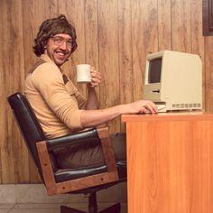 Unerwartet sexy! Der Digital Workplace, er ist gekommen, um zu bleiben. Was vor kurzem noch Silicon Valleys Extravaganz war, wird jetzt zum strategischen Bestandteil der IT Infrastruktur. Wieso, weshalb, warum?! Zeigt euch der von Deskcenter kostenfreie Gartner Report zum Download. Retro Vintage, It Management, App Marketing, School Hallways, Online Dating Advice, Movie Night Party, Media Literacy, Practical Jokes, Single Mom Quotes