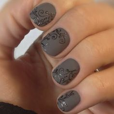 This gorgeous nail art is sleek and chic with this floral pattern decal.