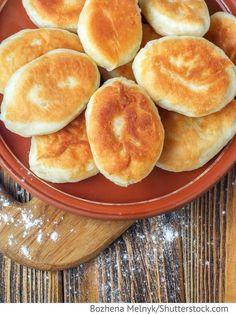 Pirogge - Gebratene Teigtaschen mit Kartoffeln Piroschki s kartoschkoj - Пирожки с картошкой - Russische Rezepte