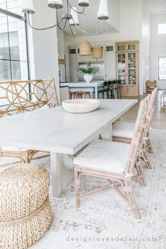 Home Design, Tiny House Design, Interior Design, White Dining Table, Dining Room Table, Decor Styles, Design Styles, Sweet Home, Mint Decor