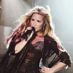 Demi Lovato, why are you so perfect?