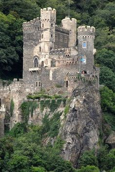 RHEINSTEIN CASTLE ON THE MIDDLE RHINE, GERMANY