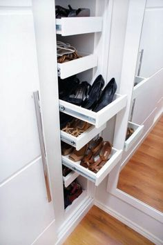 The Best Shoes Rack Design Ideas That Are Trending Today 23 - Welcome My Decor Best Shoe Rack, Diy Shoe Rack, Shoe Storage, Shoe Shelves, Shoe Racks, Master Closet, Closet Bedroom, Shoe Closet, Shoe Organizer