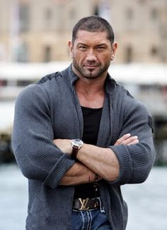 @InstaMag - Wrestler-turned-actor Dave Bautista is eager to see actor Daniel Craig reprise the role of James Bond.