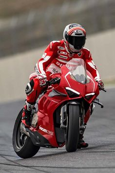 Ducati Panigale R track day - Ducati Bikes - Motos Ducati Motorcycles, Ducati Scrambler, Yamaha Yzf R1, Custom Motorcycles, Valentino Rossi, Motorcycle Outfit, Motorcycle Bike, Motorcycle Quotes, Course Moto