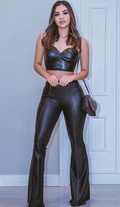 Leather Lady ❤️ Source by rbeutinger Hot Outfits, Fashion Outfits, Womens Fashion, Estilo Kylie Jenner, Elegantes Outfit, Leather Trousers, Bustiers, Leather Fashion, Lady