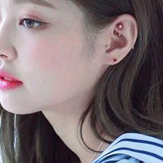 ideas for piercing oreja kpop Bar Stud Earrings, Rose Gold Earrings, Crystal Earrings, Cool Ear Piercings, Ear Peircings, Piercings Rook, Aquamarine Earrings, Diamond Earrings, Ear Jewelry