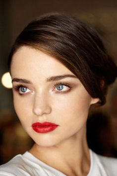 subtle, smoky eye in brown with red lipstick