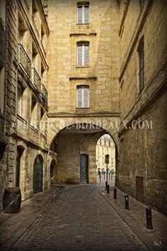 Rue de la Tour du Pin à Bordeaux  #déco #bordeauxmaville #bordeauxcity  #photographebordeaux Monuments, Bordeaux, Biarritz, Rue, Tours, Places, Antique Post Cards, Photo Galleries, City