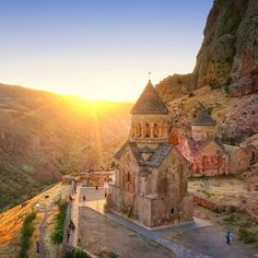 A R M E N I A ⭐️⭐️⭐️🇦🇲 NORAVANK MONASTERY 🇦🇲⭐️⭐️⭐️  SHARED BY THE ART OF ARMENIAN & MIDDLE EASTERN COOKING Heaven On Earth, Big Ben, Instagram Images, Mansions, House Styles, Building, Beirut, Lyon, Blessed