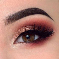 Eye makeup ideas, warm toned eye makeup look. Gold inner corner.