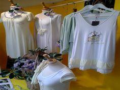 """La primavera Pepita style è arrivata anche nella vetrina del negozio """"Trasparenze"""" di Ostuni"""