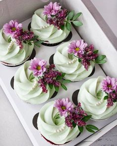 """A little femininity in desserts. Very smart cupcakes for a bachelorette party. And no doubtfully funny """"scenery"""", if you understand what I mean 🙈 I participate in the competition # The organizers are and Sponsors: Cupcakes Flores, Flower Cupcakes, Beautiful Cakes, Amazing Cakes, Cupcakes Decorados, Yummy Cupcakes, Savoury Cake, Christmas Desserts, Mini Cakes"""