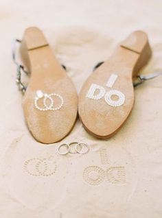 www.weddbook.com everything about wedding ♥ So cute for a beach wedding and photos!!!  #weddbook #wedding #love #beach #photo