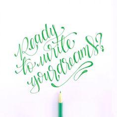Listas para escribir sus sueños mañana en nuestro tercer lettering workshop? @lamona.l //Si estas interesada en asistir a la 4ta fecha del lettering wprkshop más especial envianos tus datos a visual@toystyle.co #lettering #workshop #dreams #write