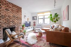 Who says that you can't own an apartment in Manhattan before 30? Going against the real estate norms, Homepolish's Jennifer Hallock helped a young single lady outfit the Chelsea apartment of her dreams.