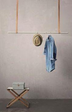 Stokk i lysere skinnreimer. DIY garderobe
