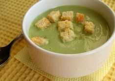 Useful broccoli soup Ingredients: Broccoli Carrot Leek Potatoes Salt Preparation: Parse the broccoli into florets. Baby Food Recipes, Cooking Recipes, Healthy Recipes, Broccoli Soup, Cheeseburger Chowder, Healthy Eating, Healthy Food, Oatmeal, Breakfast