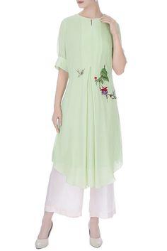 Buy Light green bird & bud hand embroidered kurta by Desert Shine by Sulochana Jangir at Aza Fashions Kurti Embroidery Design, Embroidery Fashion, Embroidery Dress, Simple Kurti Designs, Kurta Designs Women, Dress Neck Designs, Blouse Designs, Indian Designer Outfits, Designer Dresses