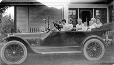 1916 1 Black and white photograph cm x cm Excellent condition Automobile full of women and children in front of 313 - 13 Street South. The woman in the very back with white hair and partially obscured face is Martha Lougheed Kirkham. To o nice Canadian History, American History, Vintage Photographs, Vintage Photos, 1920s Car, Canada, Automobile Industry, Roaring Twenties, Automotive Design