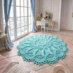 374 отметок «Нравится», 7 комментариев — Вязаные ковры  LaceMats (@lacemats) в Instagram: «Все больше и больше мне нравится этот цвет ⠀ Теперь я уже смотрю и выбираю одежду, всякие мелочи,…»