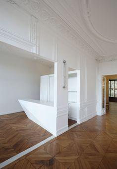 Napoléon apartment by FREAKS freearchitects minimalist minimal white deco Mini Loft, Home Living, Living Spaces, Interior Architecture, Interior And Exterior, Flat Picture, Interior Decorating, Interior Design, Paris Apartments