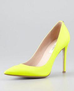 Catalogo Scarpe Valentino primavera estate 2014 FOTO  #valentino #womanshoes #tacchi #heels #fashion #mood #trend #shoes2014 #scarpedonna #shoes #scarpe #calzature #moda #woman #fashion #springsummer #primaveraestate #moda2014 #pump #yellow