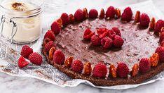 Lakritskladdkaka med karamelliserade mandlar och flingsalt. Receptet utsågs till Sveriges bästa 2016! Fika, Tiramisu, Cheesecake, Panna Cotta, Goodies, Sweets, Ethnic Recipes, Desserts, God