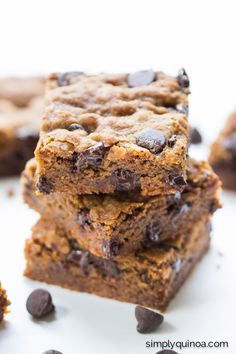 Easy Chocolate Chip Quinoa Cookie Bars - healthy, vegan + refined sugar-free!