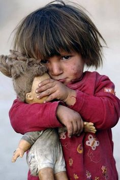 all this pictures make me think. is the movie hunger games based in real life Poor Children, Precious Children, Beautiful Children, Kids Around The World, People Of The World, Cute Kids, Cute Babies, Fotografia Social, Jolie Photo